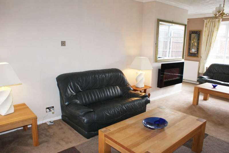 3 Bedrooms Semi Detached House for sale in South Drive, Harwood