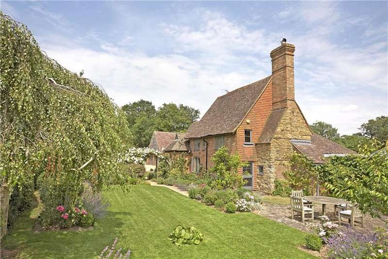 4 Bedrooms Detached House for sale in Two Mile Ash Road, Horsham, West Sussex, RH13