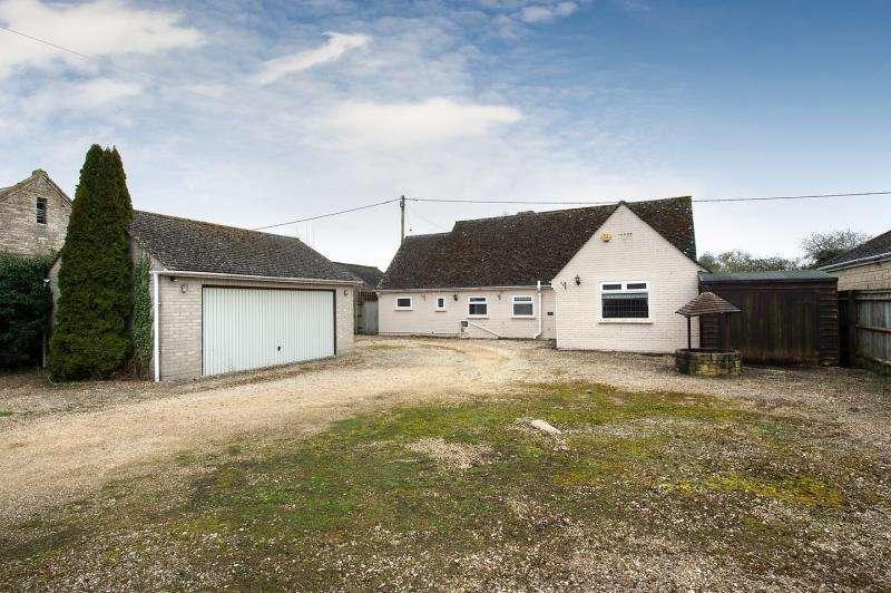 3 Bedrooms Detached Bungalow for sale in Upper Crescent, Minster Lovell, Witney