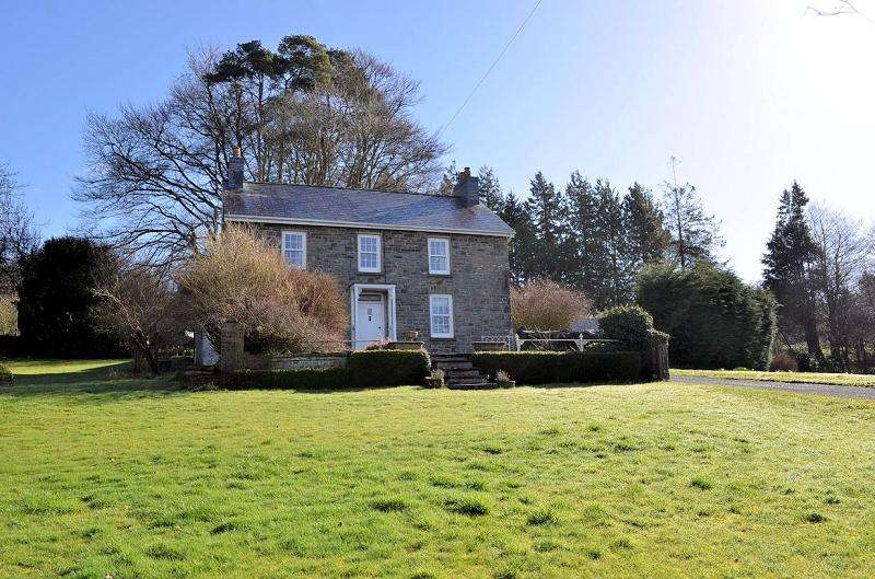 4 Bedrooms Detached House for sale in Gelli Aur , Pontshaen, Rhydowen, Llandysul, Ceredigion. SA44 4UD