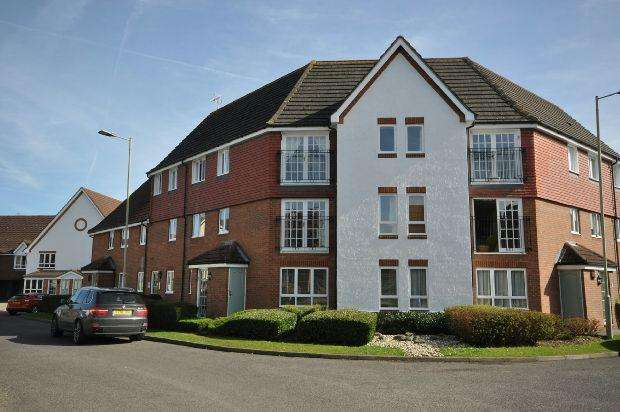 2 Bedrooms Maisonette Flat for sale in Hartigan Place, Woodley, Reading,