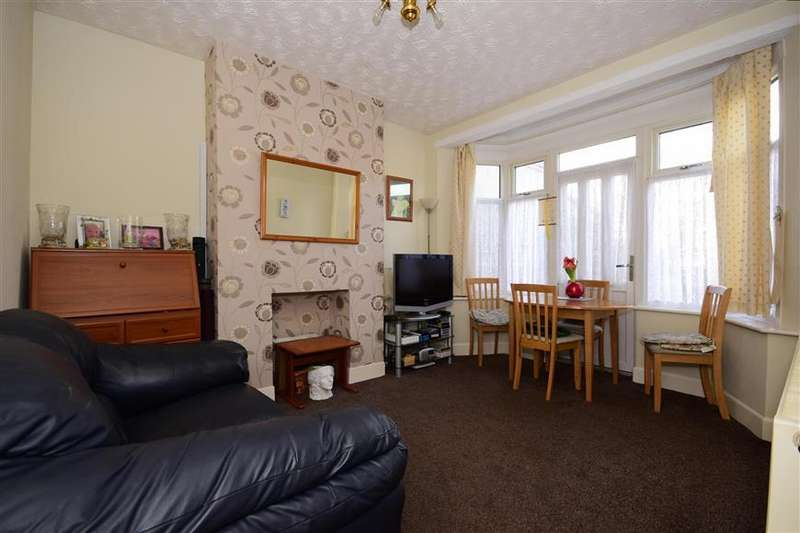 3 Bedrooms End Of Terrace House for sale in Christie Gardens, Romford, Essex