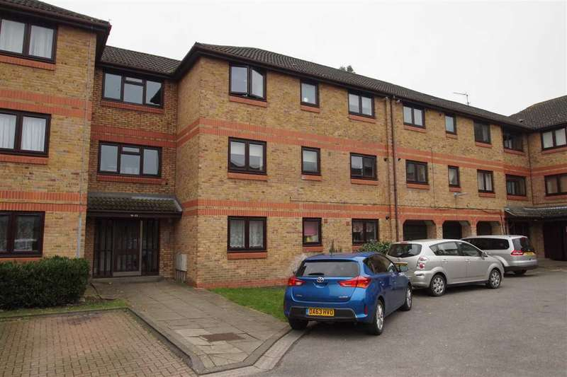 2 Bedrooms Apartment Flat for sale in Hull Close, Cippenham, Slough