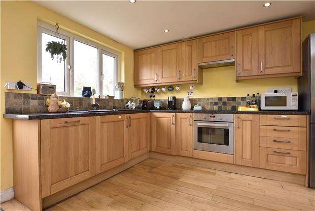 3 Bedrooms Terraced House for sale in Weymouth Road, Bedminster, Bristol, BS3 5HH