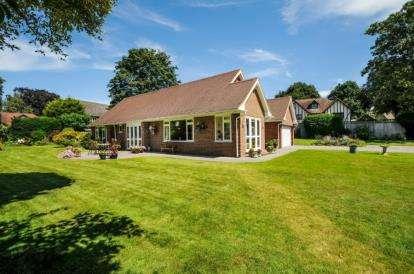 3 Bedrooms Detached House for sale in Little Redlands, Chislehurst Road, Bromley