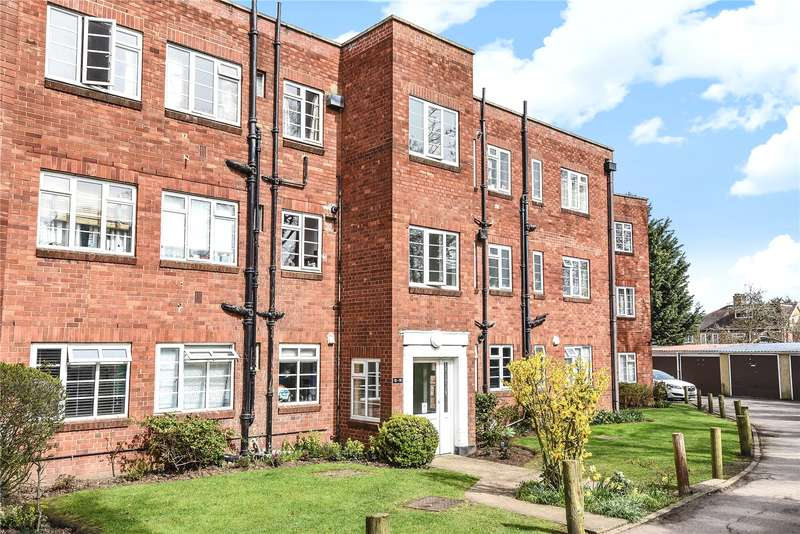 2 Bedrooms Apartment Flat for sale in Garden Close, Ruislip, Middlesex, HA4
