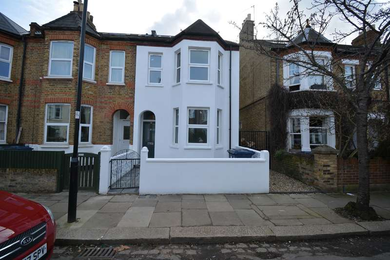 2 Bedrooms Farm House Character Property for sale in Elthorne Avenue, Hanwell, London, W7 2JN