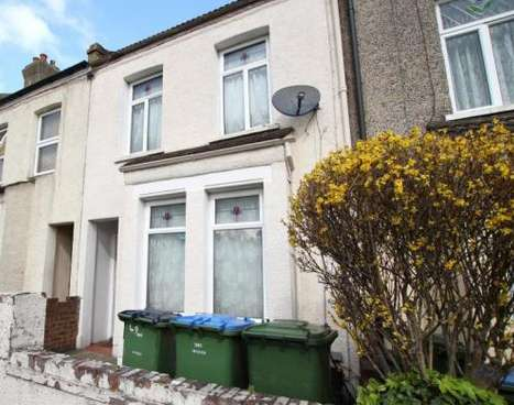 2 Bedrooms Terraced House for sale in Kings Highway, Plumstead, SE18