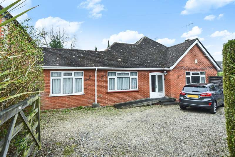3 Bedrooms Detached Bungalow for sale in Old Wokingham Road, Crowthorne, RG45