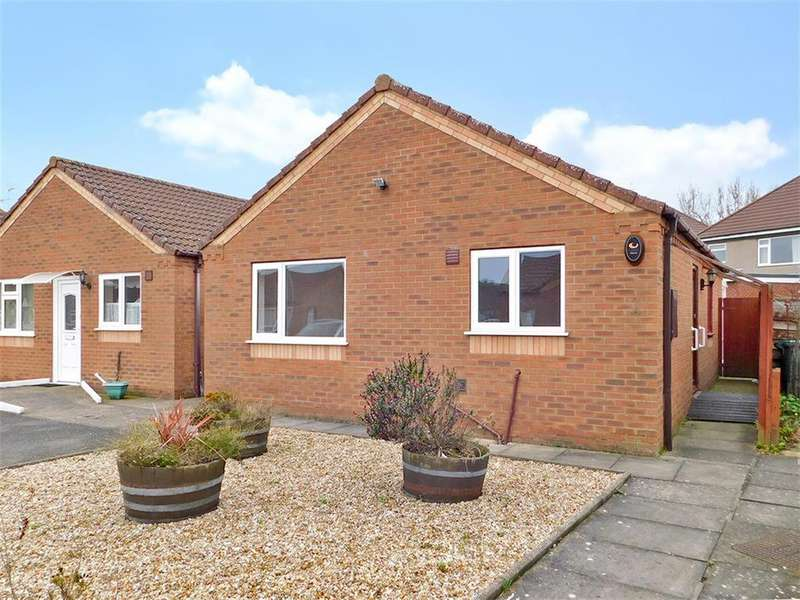 2 Bedrooms Detached Bungalow for sale in Brian Avenue, Skegness, Lincs, PE25 2DF