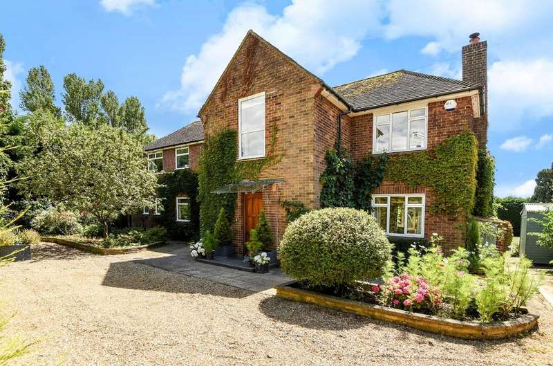 4 Bedrooms Detached House for sale in Yapton Road, Barnham, PO22