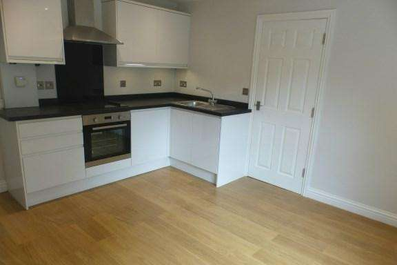 2 Bedrooms Apartment Flat for sale in Lower Icknield Way, Princes Risborough