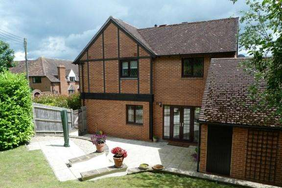3 Bedrooms Detached House for sale in Old Station Way, Wooburn Green