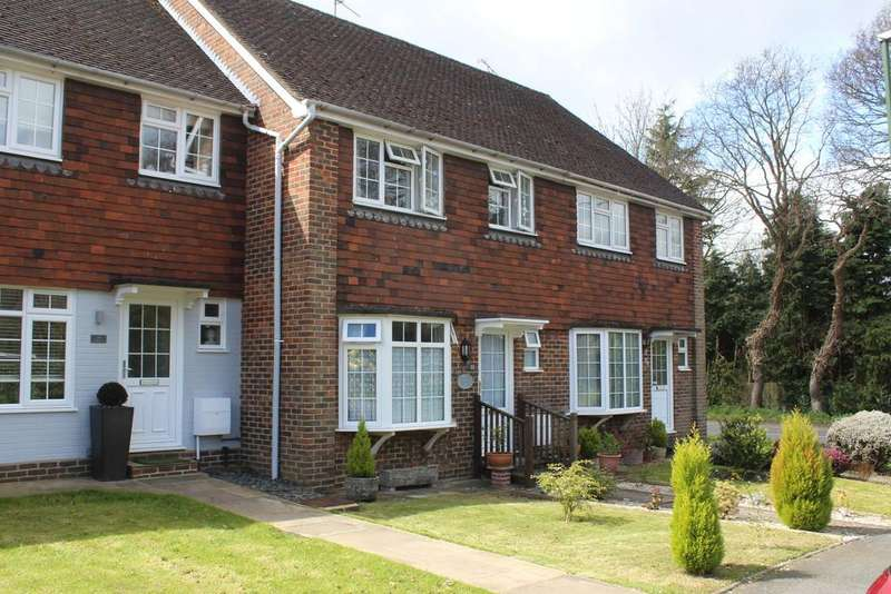 3 Bedrooms Terraced House for sale in Close to the Village - Storrington