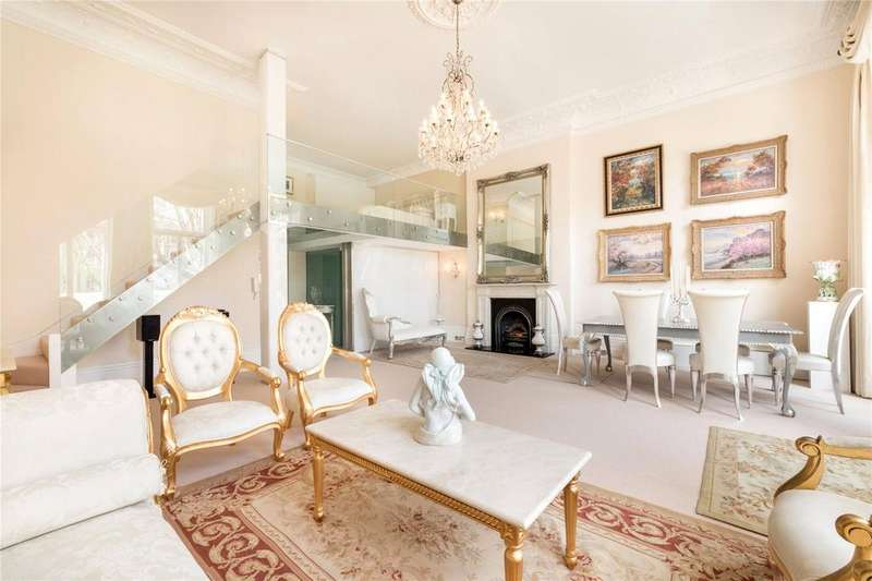 2 Bedrooms Flat for rent in Earls Court Square, Earls Court, London