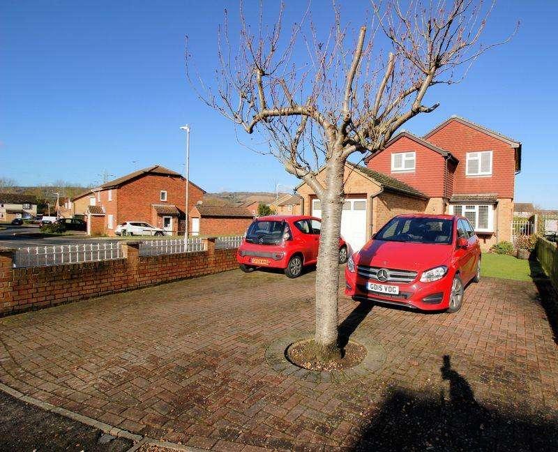 3 Bedrooms Detached House for sale in Morhen Close, Snodland