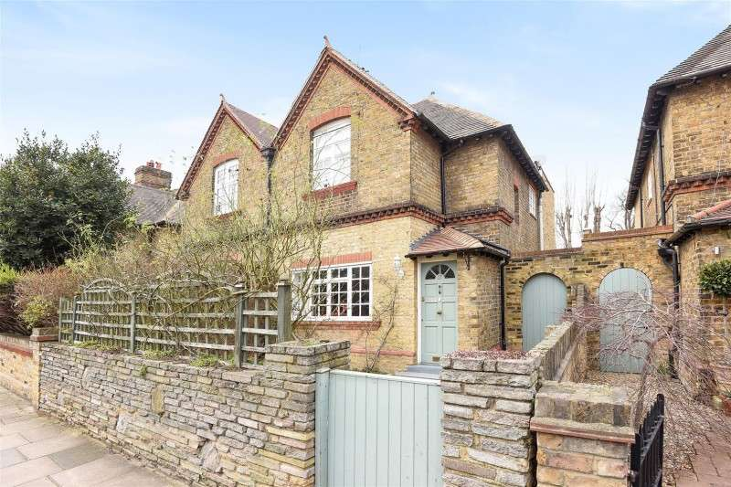 3 Bedrooms Property for sale in Lock Road, Ham