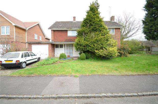 3 Bedrooms Detached House for sale in Lycroft Close, Goring-On-Thames, Oxfordshire