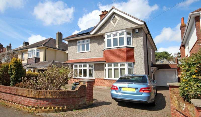 4 Bedrooms Detached House for sale in Thistlebarrow Road, Littledown, Bournemouth
