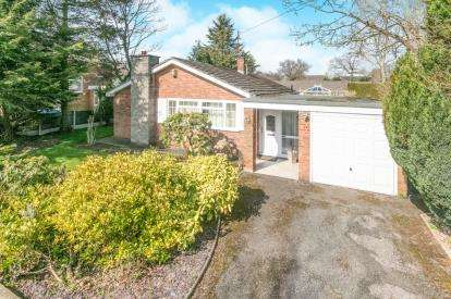3 Bedrooms Bungalow for sale in Raby Drive, Raby Mere, Wirral, CH63