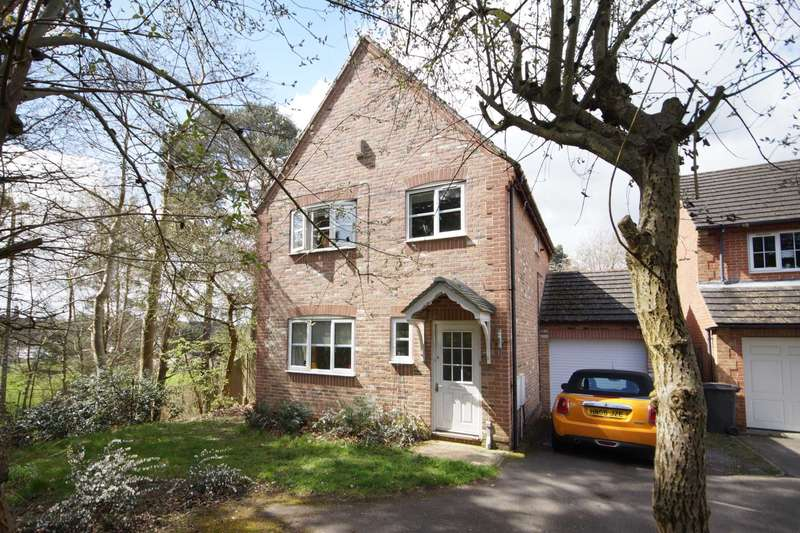 3 Bedrooms Detached House for sale in Haweswater Close, Bordon, GU35