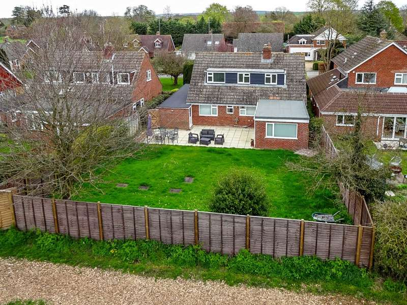 4 Bedrooms Detached House for sale in Meadow Close, Moulsford