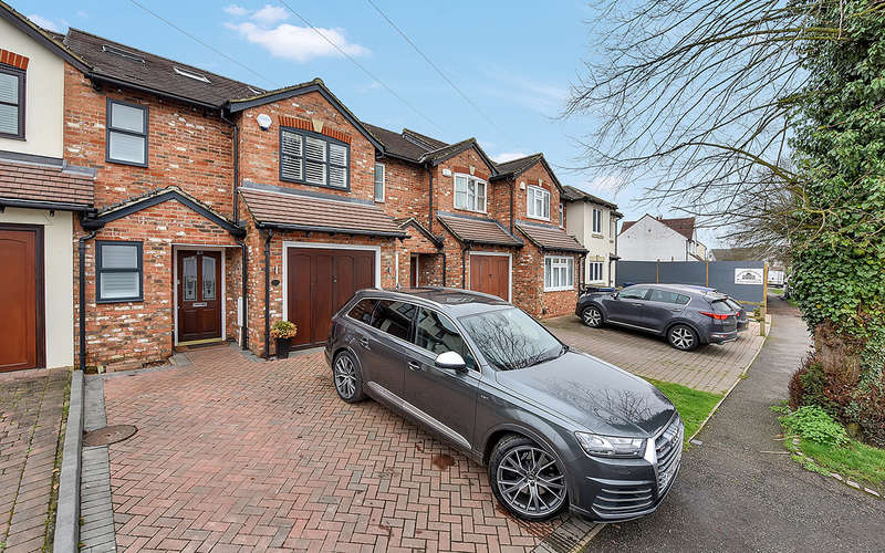 4 Bedrooms Terraced House for sale in Layters Avenue, Chalfont St. Peter, Gerrards Cross
