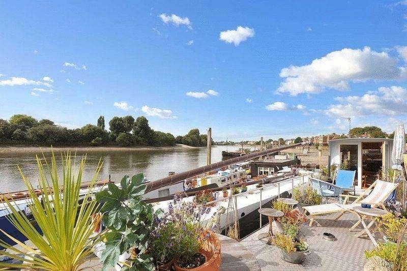 2 Bedrooms House Boat Character Property for sale in Designer Barge With Fantastic Sundeck