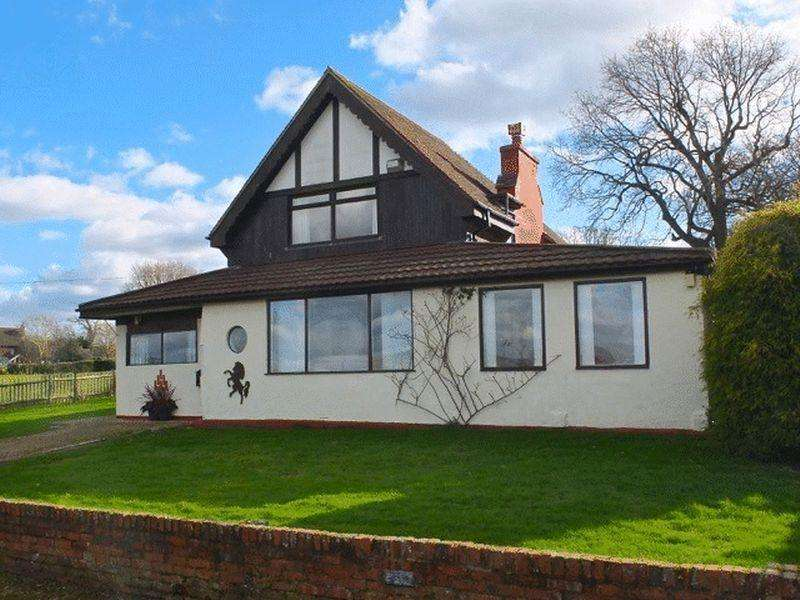 4 Bedrooms Detached House for sale in Substantial detached property set along rural lane within 3/4 acre
