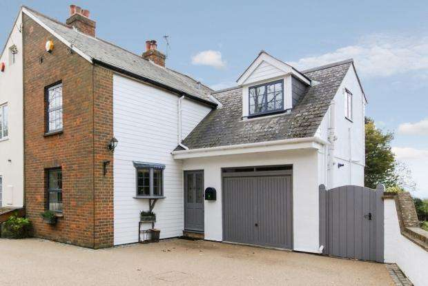 3 Bedrooms Semi Detached House for sale in Church Road, Chelsfield, Orpington