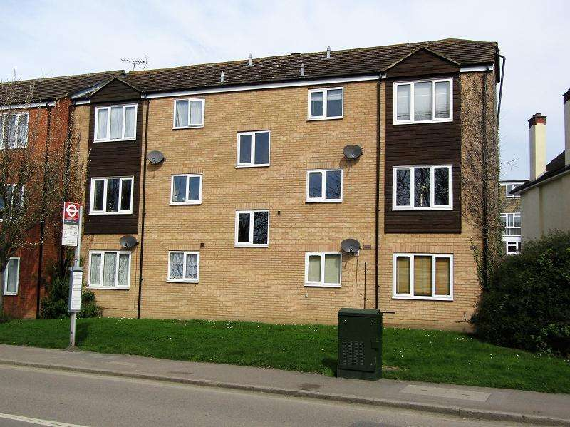 2 Bedrooms Flat for sale in Benyon Path, South Ockendon, Essex. RM15 6PE