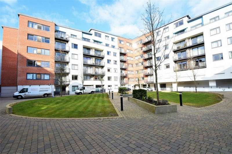 2 Bedrooms Flat for sale in Southwell Park Road, CAMBERLEY, Surrey