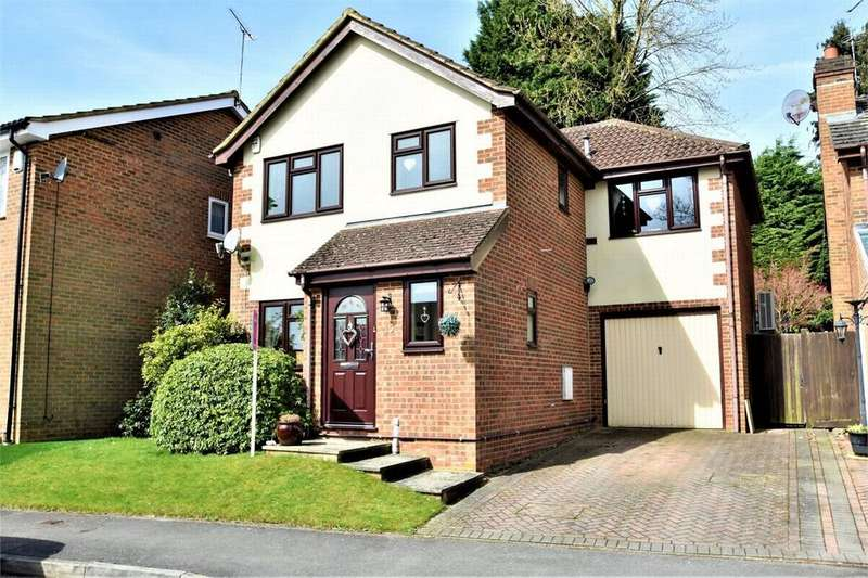 3 Bedrooms Detached House for sale in Lory Ridge, BAGSHOT, Surrey