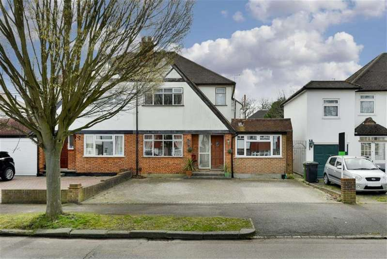 4 Bedrooms Semi Detached House for sale in Mortimer Crescent, Worcester Park, Surrey