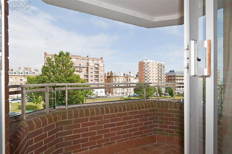 3 Bedrooms Flat for sale in Grand Avenue, Hove