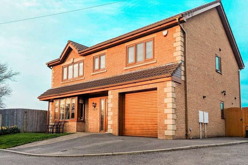 4 Bedrooms Detached House for sale in Bridgend Road, Llanharan, Near Pontyclun, CF72 9RP