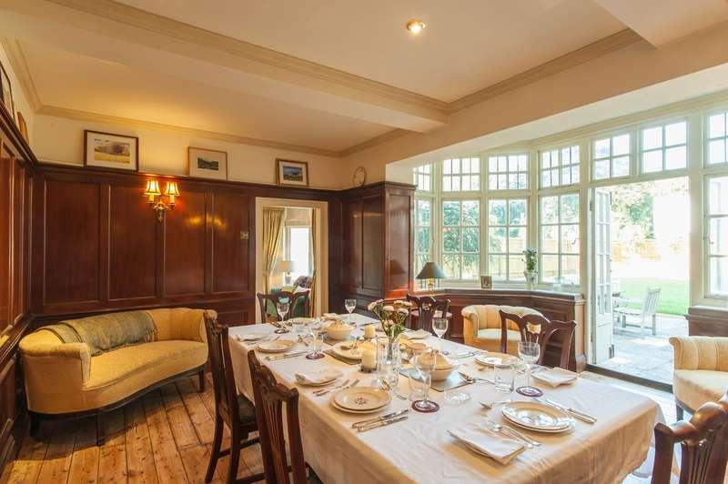 5 Bedrooms Detached House for sale in Hampton TW12