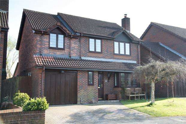 4 Bedrooms Detached House for sale in Harris Hill, Basingstoke, Hampshire