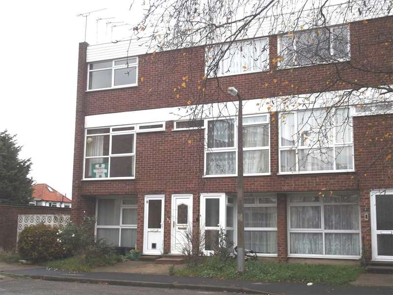 2 Bedrooms Maisonette Flat for sale in Barclay Court, Hoddesdon