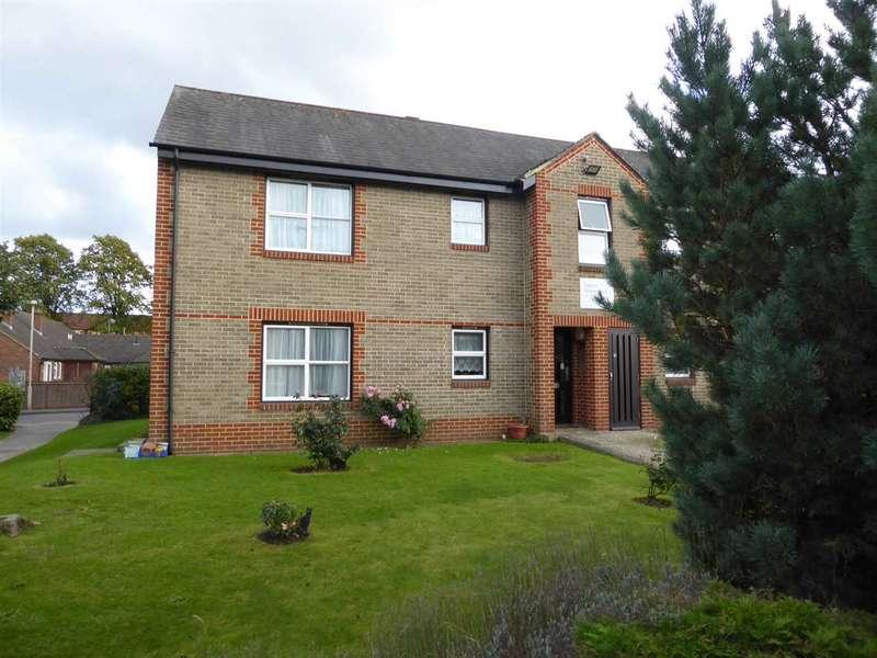 1 Bedroom Retirement Property for sale in Gordon Palmer Court, Brock Gardens, Reading