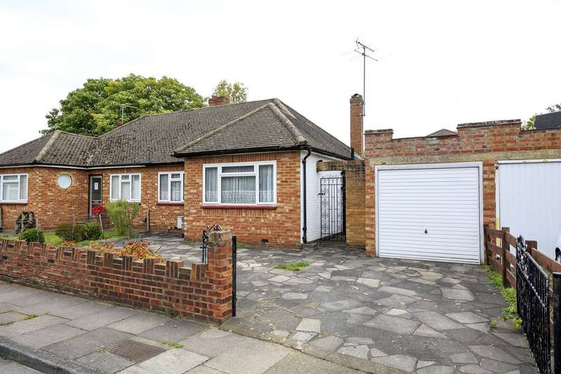 2 Bedrooms Property for sale in Latham Close, Twickenham TW1