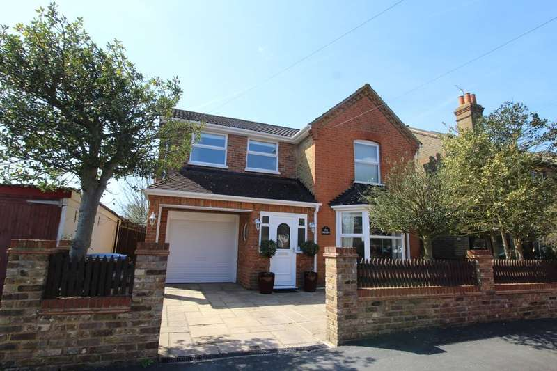 4 Bedrooms Detached House for sale in Chandos Road, Staines-Upon-Thames, TW18