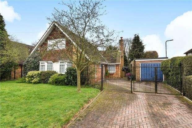 4 Bedrooms Bungalow for sale in Farnham Lane, Farnham Royal, Berkshire