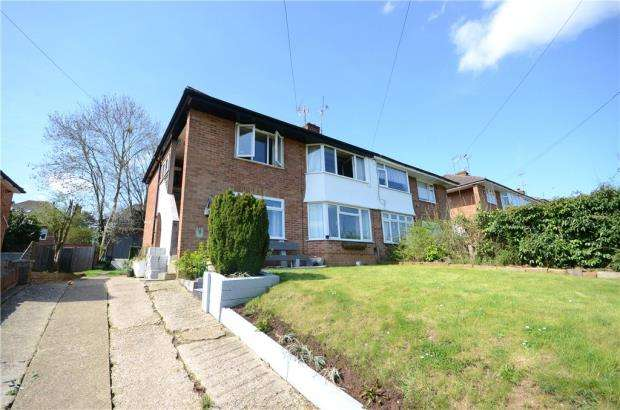 2 Bedrooms Maisonette Flat for sale in Wrenfield Drive, Caversham, Reading
