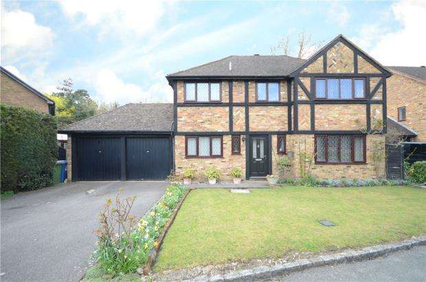 4 Bedrooms Detached House for sale in Evesham Walk, Sandhurst, Berkshire