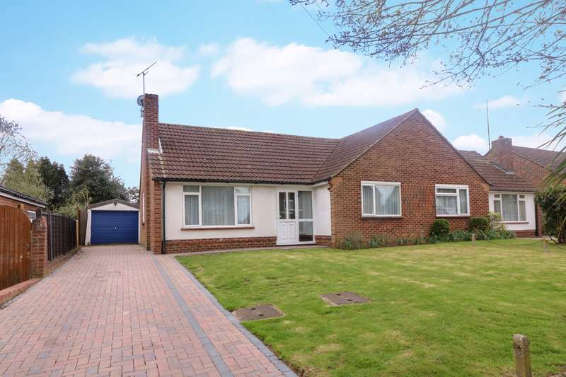 2 Bedrooms Bungalow for sale in Farhalls Crescent, Horsham, West Sussex, RH12