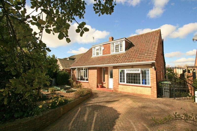 3 Bedrooms Detached Bungalow for sale in Leigh Road, Havant