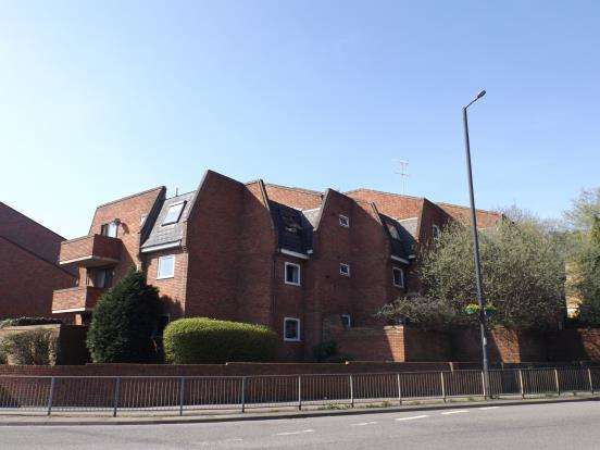 2 Bedrooms Flat for sale in Frascati Way, Maidenhead, Berkshire
