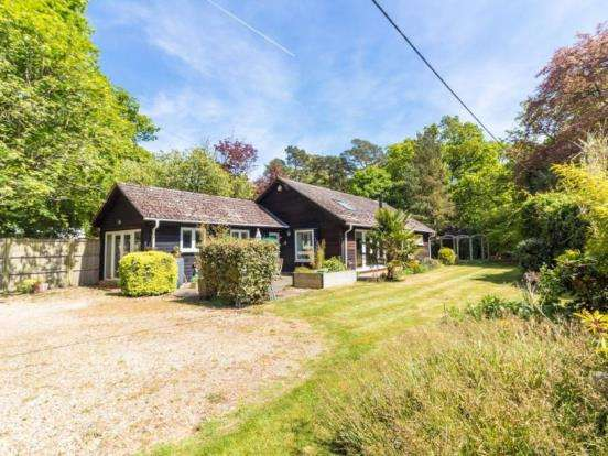 4 Bedrooms Bungalow for sale in Reading, Hampshire, England