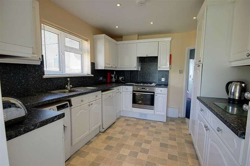3 Bedrooms Bungalow for sale in South Coast Road, Peacehaven